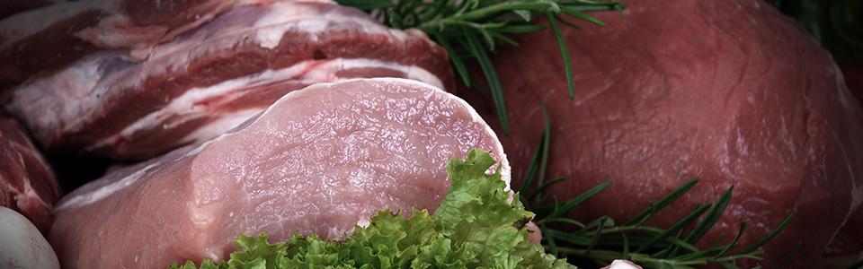 Imagen de  dos trozos de carne roja sin cocinar