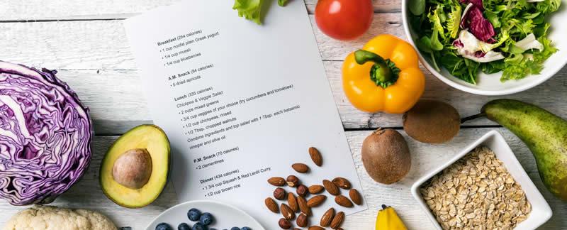 Imagen de verduras y frutas de colores variados